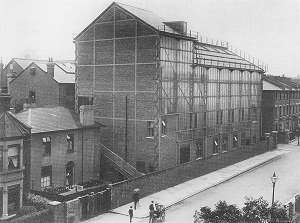 original 'glass-house' studios 1915 (12K)